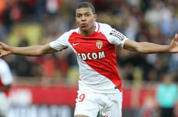 Benzema brands Man Utd target Mbappe a 'phenomenon' but warns against transfer