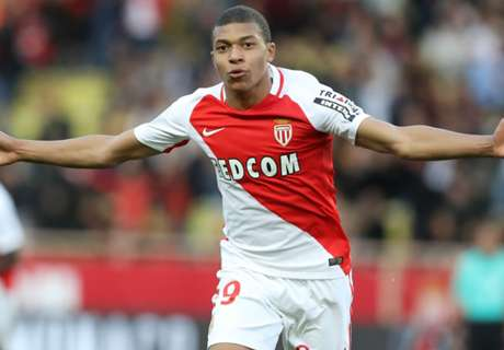 Mbappé beloond door bondscoach Deschamps