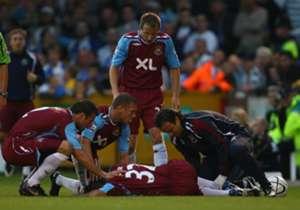 KIERON DYER | Août 2007, West Ham v Bristol Rovers | Seulement 12 jours après son arrivée au club, il est victime d'une double fracture tibia-péroné à la suite d'un tacle d'un défenseur. On lui annonce alors une indisponibilité de six mois.