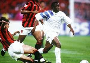 #4 - ABEDI PELÉ | 1990-1993 | Abedi Ayew dit Abedi Pelé est passé par le LOSC et l'OL mais il s'est surtout fait une place dans la dream team de l'OM sous l'ère Bernard Tapie au début des années 1990, remportant trois titres de champions de France, et ...