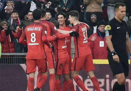 Cavani stars in PSG win