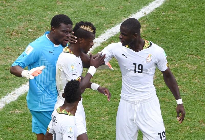 Jonathan Mensah, Fatau Dauda console John Boy Ghana Portugal 26062014