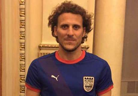 Forlan: I rejected offers from England