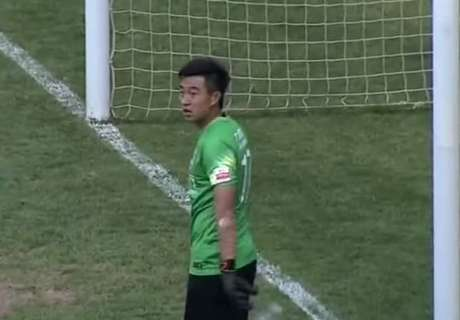 VIDEO: GK concedes while having a drink