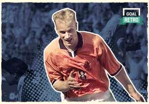 Bergkamp cetak gol legendaris ke jala Argentina, di perempat-final Piala Dunia 1998.