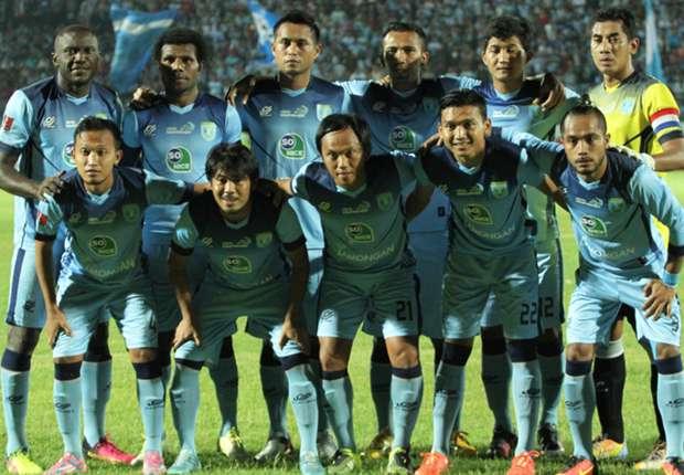 Kontra Persela Dengan Semen Padang Di Stadion Gajayana