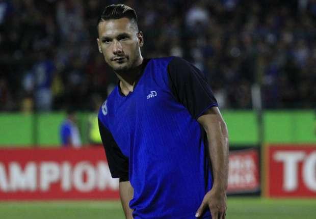 Raphael Maitimo mengaku sudah menjalin komunikasi dengan manajemen PSM Makassar