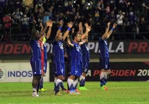 Simak keseruan pertandingan perempat-final Piala Presiden 2017 yang berhasil diabadikan oleh Goal Indonesia langsung dari Solo!