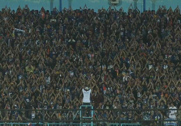 Sponsor Arema Cronus Berkurang Saat Di Stadion Gajayana