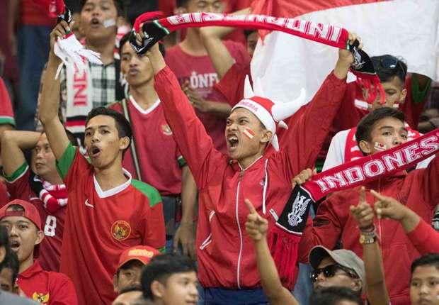(PIC:Ratusan Suporter Siap Dukung Timnas Indonesia Di Hanoi)