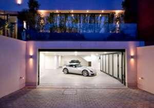 Beginilah penampakan interior dan eksterior rumah mewah gelandang Arsenal, Mesut Ozil, yang senilai €35 juta di London Utara - apakah ini rumah impian semua orang?