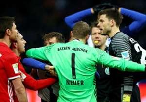 21. Spieltag | Hertha BSC – FC Bayern 1:1 | Auch im Berliner Olympiastadion schlagen die Münchner wieder in letzter Minute zu. Der Ausgleichstreffer in der 96. Spielminute löst in der Folge hitzige Diskussionen aus. Den Bayern ist es egal, sie nehmen d...