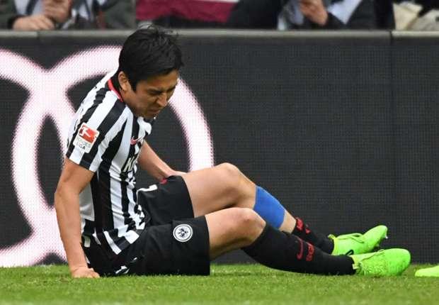試合中に負傷した長谷部誠(C)Getty Images