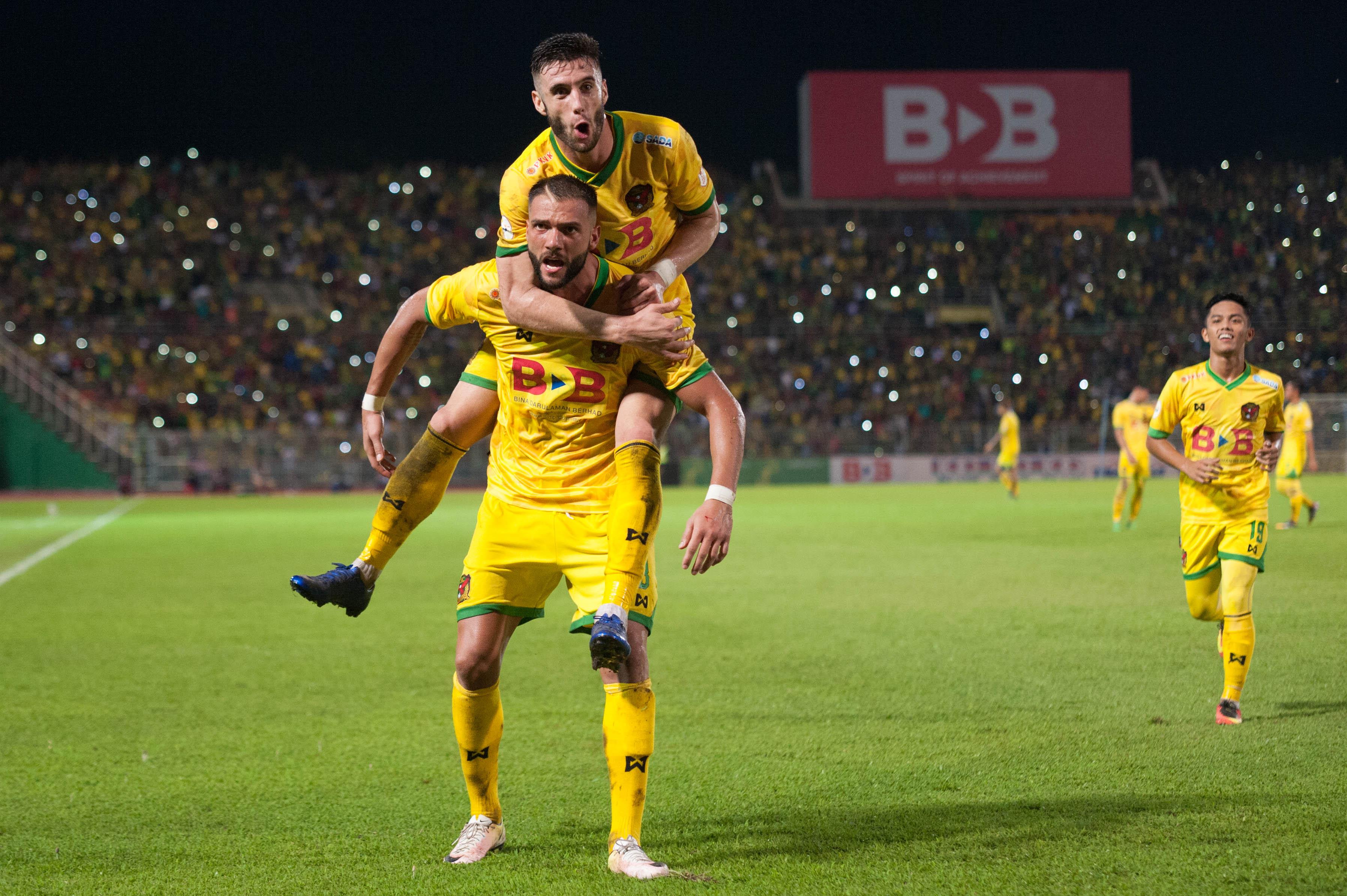 Thiago Augusto celebrates with Liridon Krasniqi after the latter scored
