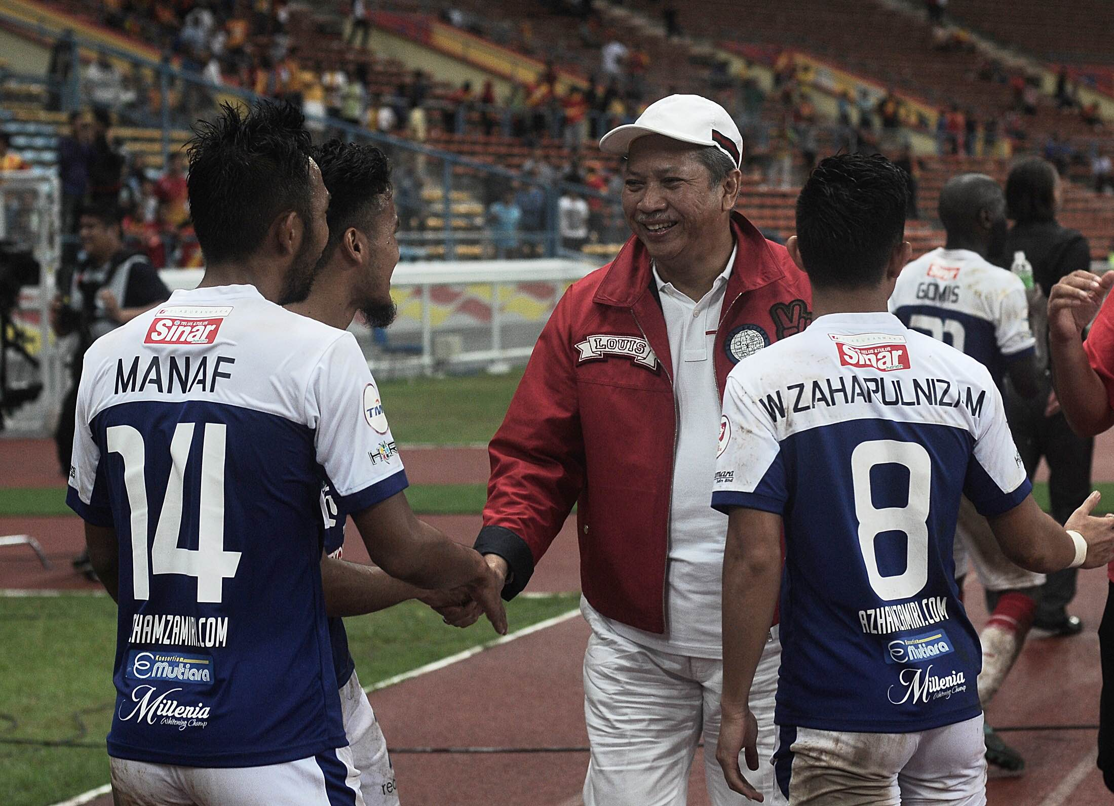 Kelantan players congratulated by chairman Annuar Musa after their Selangor match 21/7/2016
