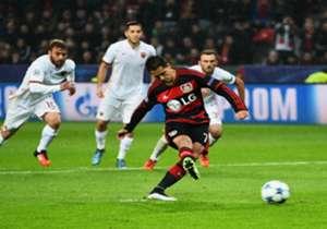 20/octubre/2015 I Bayer 4-4 Roma I Champions League I El casaca '7' con los de Roger Schmidt fue clave en el empate ante la Loba. Primero abrió la cuenta de penalti al 4'.
