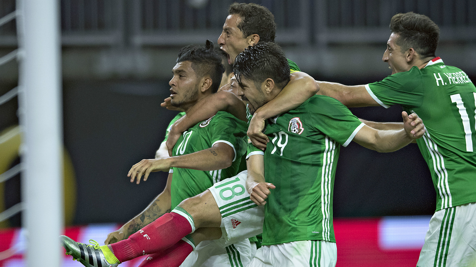 Vargas, 4 gol con il Cile per la mamma malata