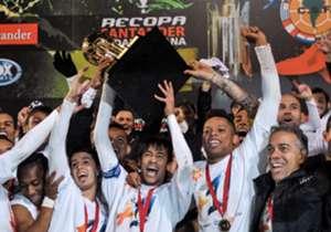 Brasil - 17 títulos - Sao Paulo y Santos (foto), los más campeones con tres conquistas cada uno. Cruzeiro, Gremio e Inter tienen dos. Palmeiras, Vasco Da Gama, Flamengo, Corinthians y Atlético Mineiro también la ganaro.