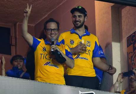 Rob Schneider cheers on Tigres