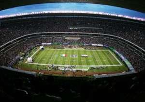 La <strong>NFL</strong> regresa al Coloso por los próximos tres años. Esta será la primera ocasión que lo haga en 'Monday Night Football'. En 2005 albergó la primera Serie Internacional del americano fuera de sus fronteras con el 49ers 14-31 Cardinals....