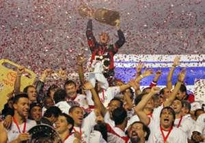 Brasil: 17 títulos. São Paulo (foto) e Santos são os brasileiros com mais conquistas na Libertadores, cada um venceu três vezes. Cruzeiro e Grêmio triunfaram duas vezes, enquanto Palmeiras, Vasco, Flamengo, Corinthians e Atlético Mineiro tem um título ...