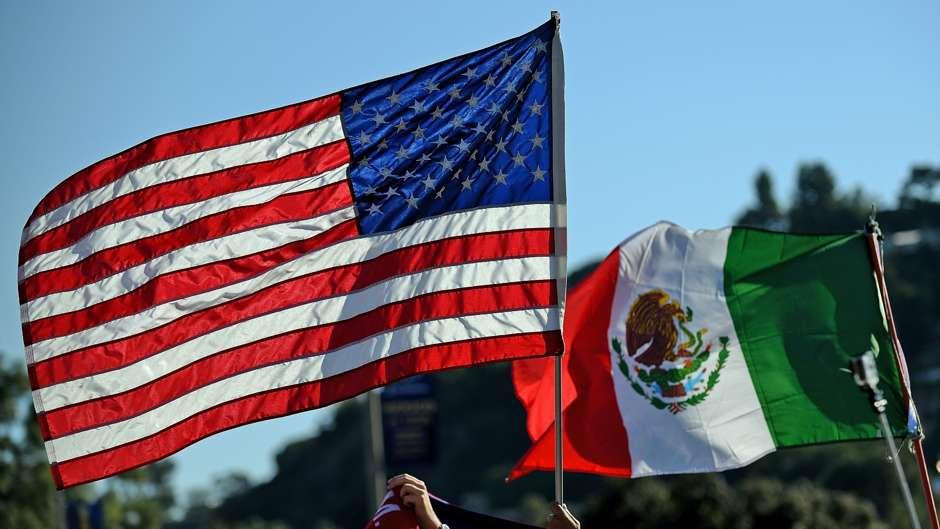 Banderas de Estados Unidos y México