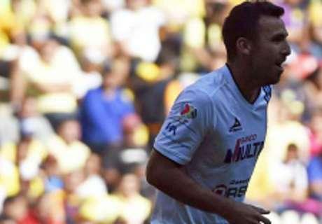 R10 fica fora, mas Querétaro vence