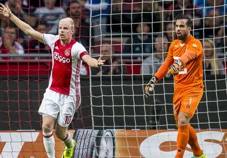 Cuplikan: Ajax Terjungkal, PSV Menang