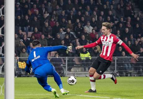 REVIEW Eredivisie: PSV Eindhoven Pangkas Jarak