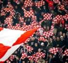 Hinchas de PSV humillan a mendigos