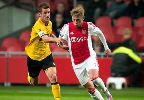 Ajax Gagal Rebut Kembali Puncak