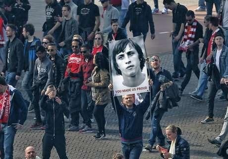 Maravilloso tributo a Cruyff en Ámsterdam