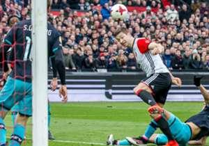 Feyenoord versloeg zaterdagmiddag PSV met 2-1 in een bijzonder sfeervolle Kuip. Goal neemt de mooiste sfeerimpressies met je door.