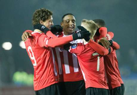 Jong PSV handhaaft zich in top