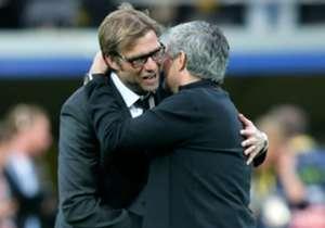 Beide coaches lachen vooraf.