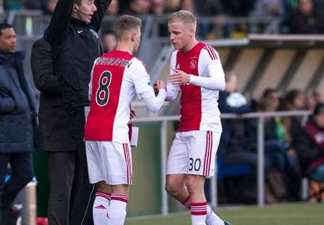 Ajax Kokoh Di Puncak