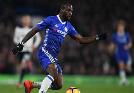 Moses extends contract with Chelsea