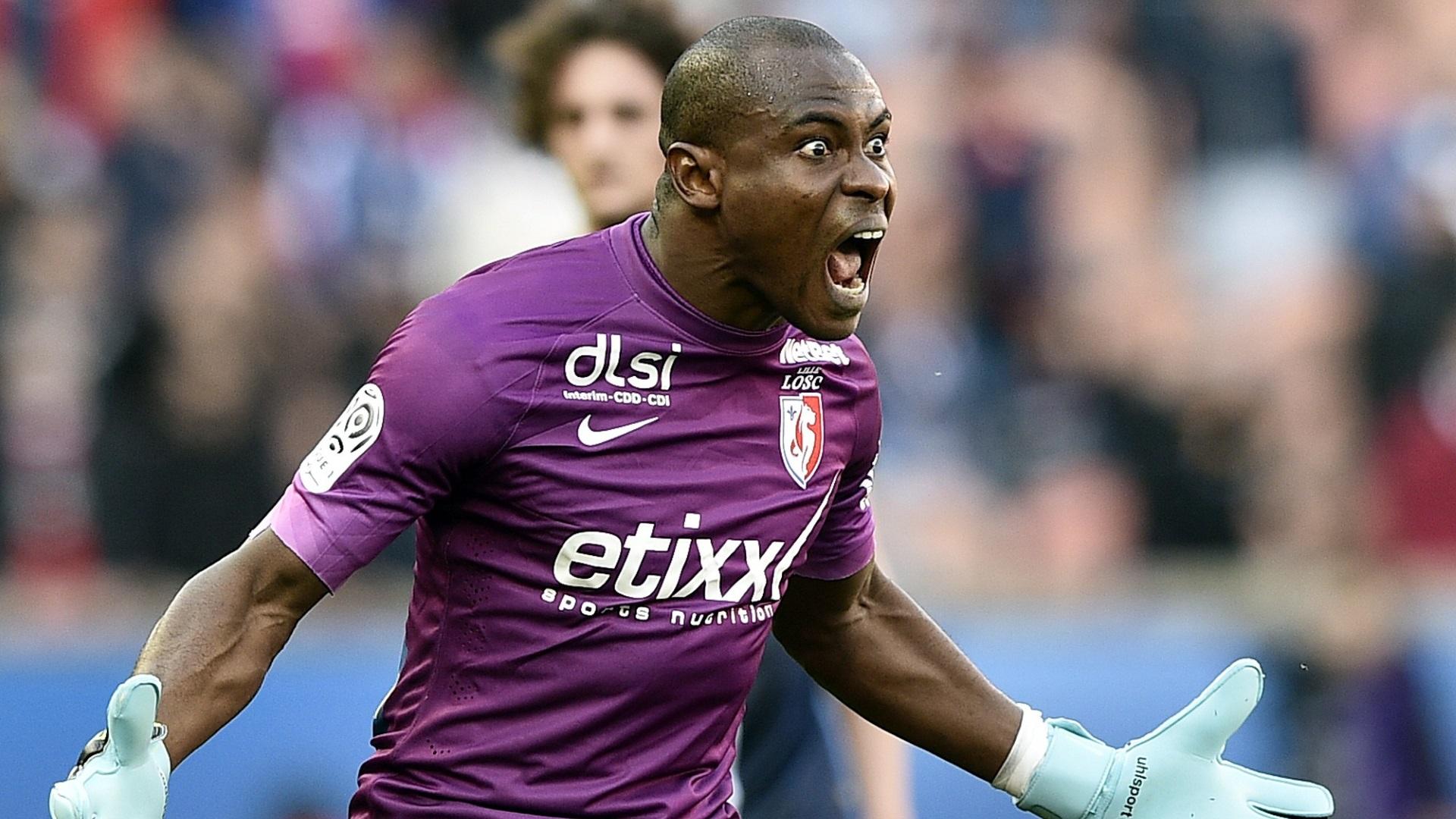 Vincent Enyeama of LOSC Lille Goal