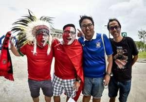 <p>ค่ำคืนวันที่ 8 ธ.ค.นี้ จะเป็นเกมแรกที่ ทัพช้างศึกได้ลงสนามในรังเหย้า ราชมังคลากีฬาสถาน หลังจากบ้านเมืองไปทำศึกต่างแดนใน 4 นัดที่ผ่านมา</p> <p>โกล ประเทศไทย ขอรวบรวมภาพความประทับใจของเหล่าสาวกช้างศึกที่บุกไปเปล่งเสียงเชียร์ทีมชาติไทยถึงประเทศเมียนมา...