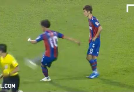 WATCH: Keeper stunned by free-kick