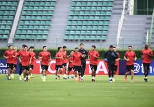 โกล ประเทศไทย ประมวลภาพการลงฝึกซ้อมที่สนามศุภชลาศัยของ เมืองทอง ยูไนเต็ด และ คาชิมา อันท์เลอร์ส ก่อนที่ทั้งสองทีมจะลงสู้ศึกเอเอฟซี แชมเปี้ยนส์ ลีก วันพรุ่งนี้ (28 กุมภาพันธ์) 19.30 น.