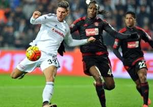 Mario Gomez führt die Torschützenliste der Süper Lig mit 15 Toren an