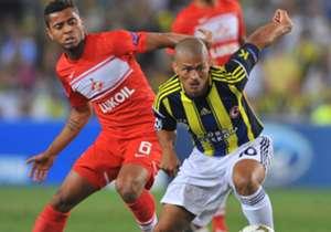 <h3>2012-2013 | FENERBAHÇE</h3> <p>2011-2012 sezonunu Galatasaray'ın gerisinde tamamlayan Fenerbahçe, 3. ön eleme turunda Vaslui'yi 1-1 ve 4-1'lik skorlarla saf dışı bırakmıştı. Play-Off turunda Spartak Moskova'yla k...