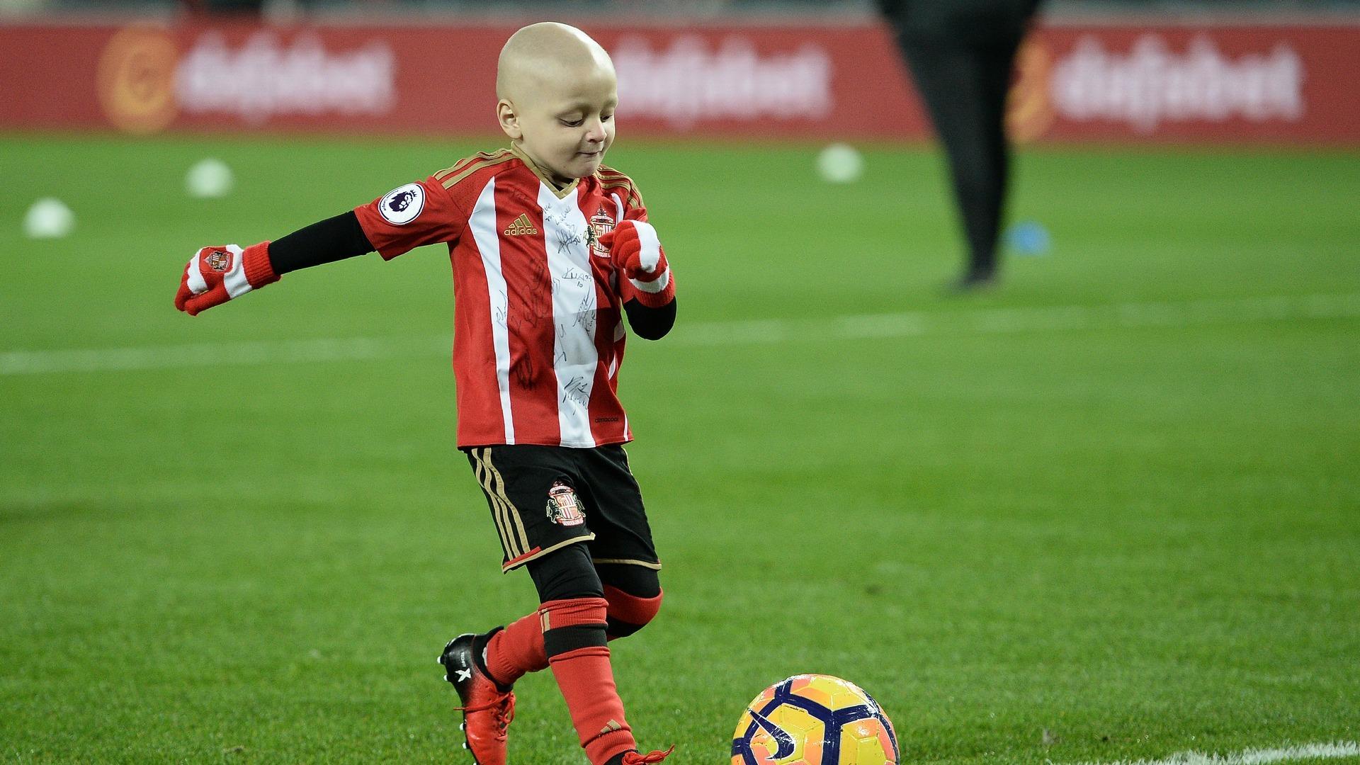 Fearless football fan Bradley Lowery dies aged 6