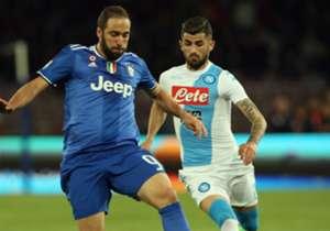 Gonzalo Higuain'in Juventus'a transfer olduktan sonra eski takımı Napoli'ye karşı oynadığı maçtaki bu görüntüsü dikkatlerden kaçmadı. 90 milyon euro'luk golcü, kilolarıyla eleştirilmişti.