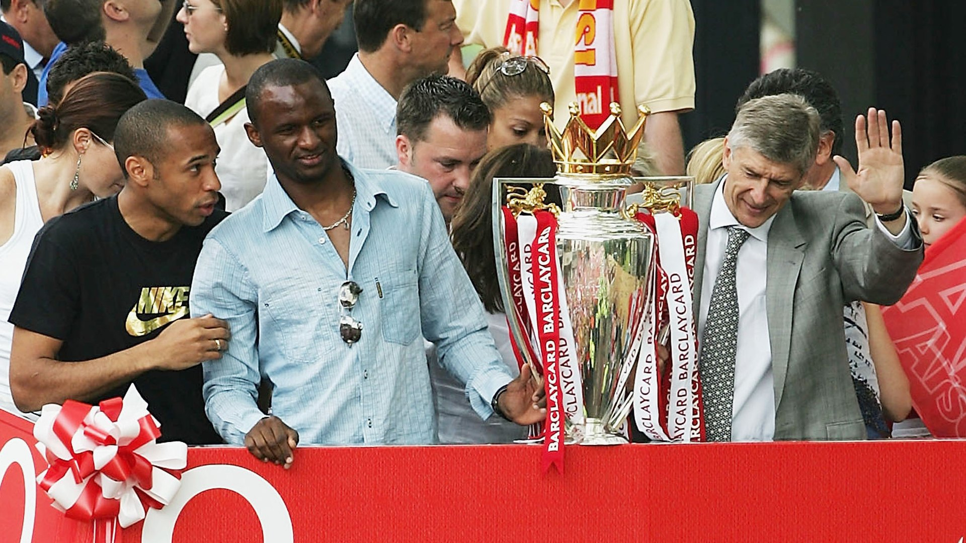 Thierry Henry, Patrick Vieira and Arsene Wenger 2004