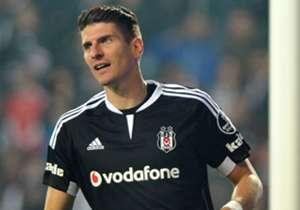 <p><strong>SÜPER LİG</strong></p> <p>1- Mario Gomez (Beşiktaş): <strong>15 GOL </strong></p> <p>2- Samuel Eto'o (Antalyaspor): <strong>14 GOL </strong></p> <p>3- Hugo Rodallega (Akhisar Bld): <strong>12 GOL </strong></p> <p>4- Tomas Necid ...