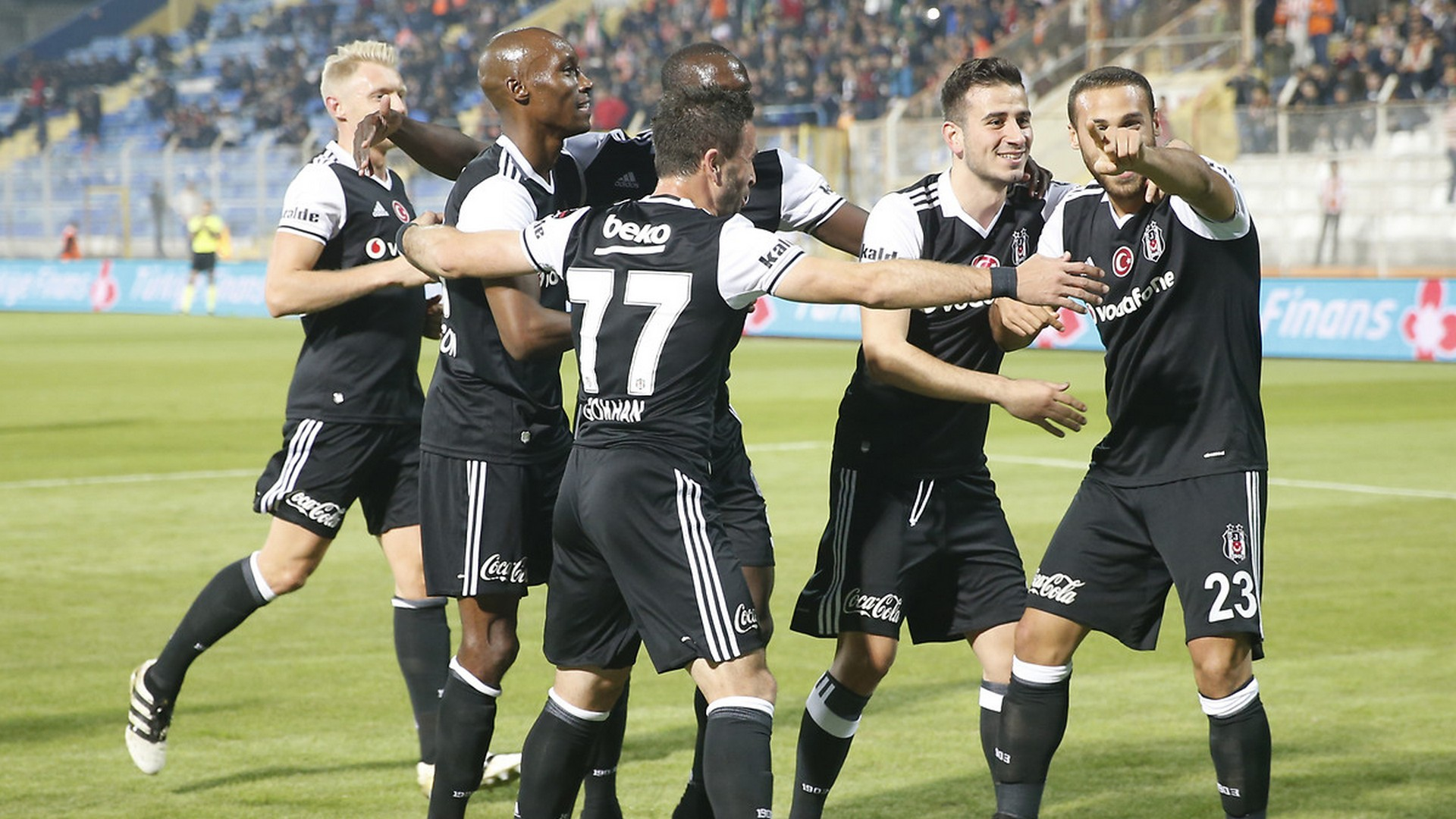 Champions: miracolo Besiktas, rimonta e pazzo 3-3 col Benfica