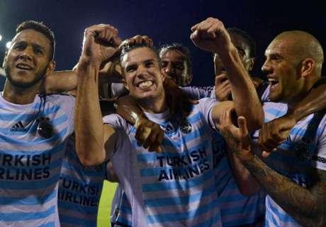 Van Persie scores first Fenerbahce goal