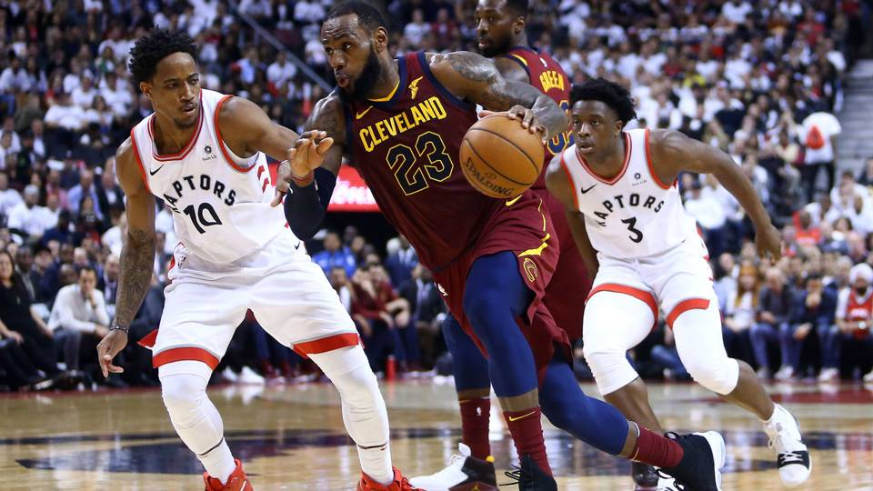 15d7b1bda LeBron James scores 43 as Cavs take Game 2 over Raptors